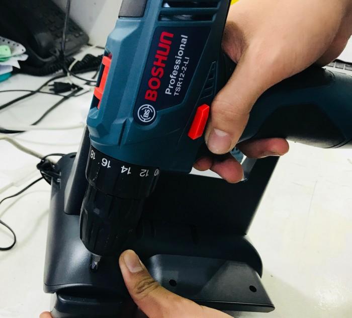 Máy khoan vặn vít động lực dùng pin Boschun với thiết kế nhỏ gọn và vận dụng bằng pin sẽ cho phép bạn sử dụng linh hoạt và tiện lợi hơn.