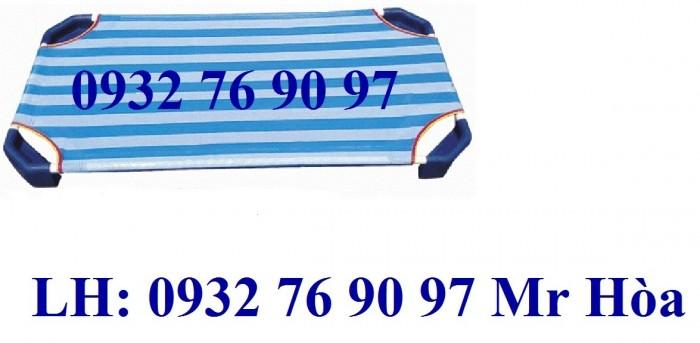 Giường ngủ mầm non vải lưới sọc xanh dương1