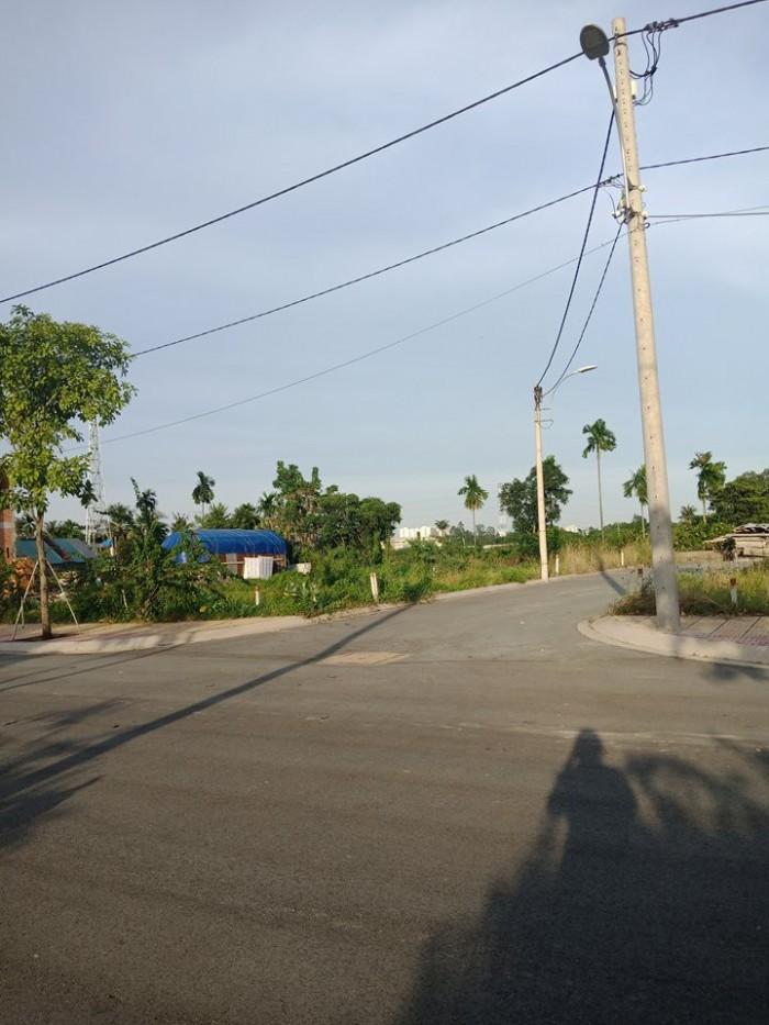 Đất nền liền kề khu village nghệ sĩ An Phú Đông 3,quận 12 nằm cạnh sông thoáng mát.