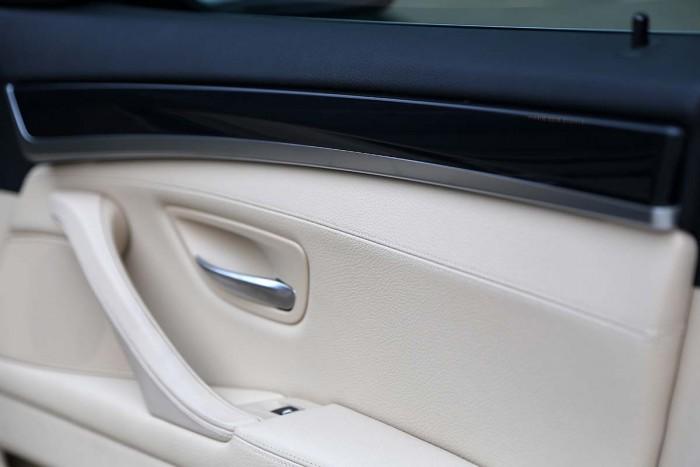 BMW 520i LCI model 2016 32