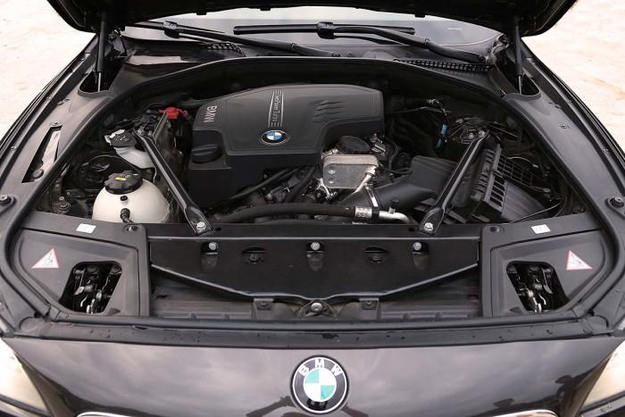 BMW 520i LCI model 2016 9