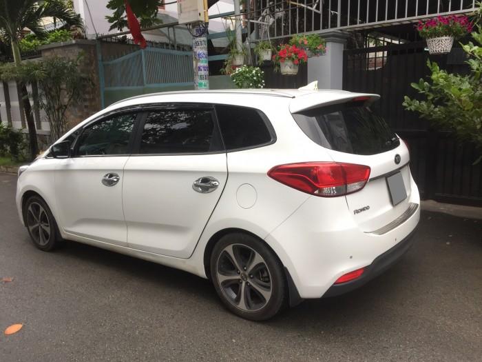 Kẹt tiền bán gấp Kia Rondo 2017 tự động màu trắng fulloption đẹp. Xe đẹp ít đi, đồng hồ 13 000 km 4