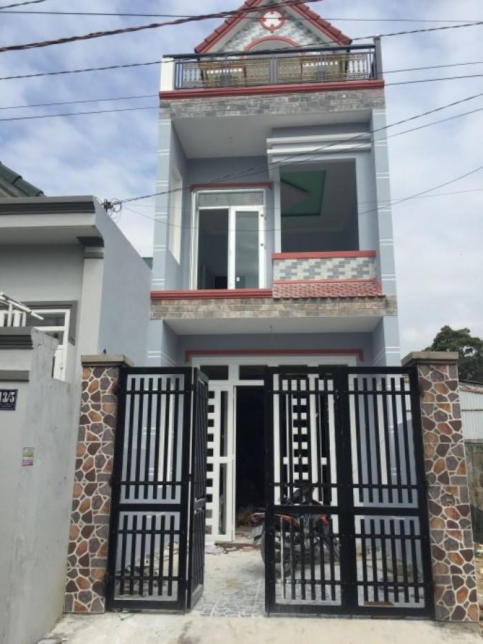 Nhà 1trệt 1lầu, gần chợ Bình Chánh, SHR, DTSD 100m2, giá 570tr, TL