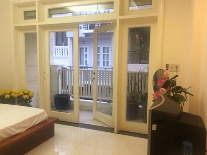 Cho thuê nhà Lê Hồng Phong, Q.10, Dt: 4.8x22m, 4 lầu, Giá: 4.000$/ tháng