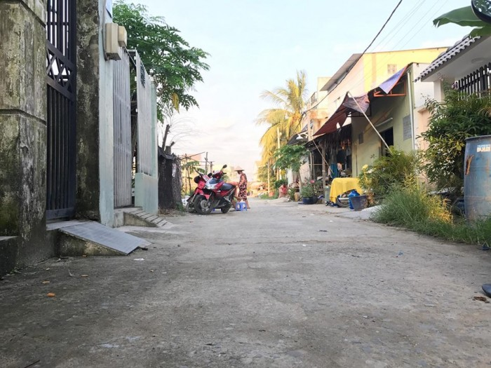 Bán nhà cấp 4 60m2 Đường 6 Nguyễn Duy Trinh đối diện UBND Long Trường Quận 9