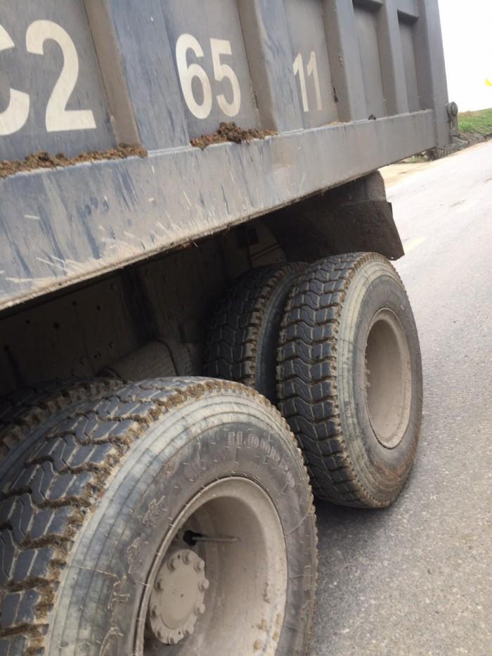Cần bán xe tải ben 3 chân nhãn hiệu Faw đời xe 2009.Lốp mới tinh thùng 18m3.