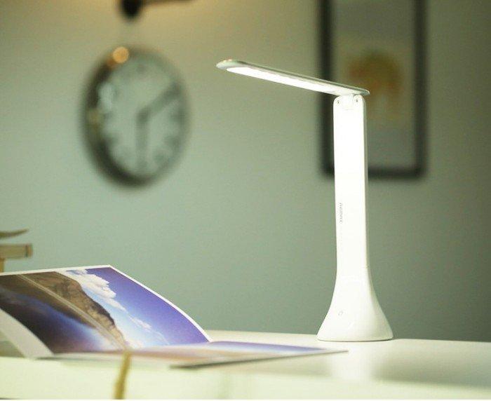 Chất liệu chính của đèn là nhựa ABS với màu sắc trắng chủ đạo rất sang tr�...