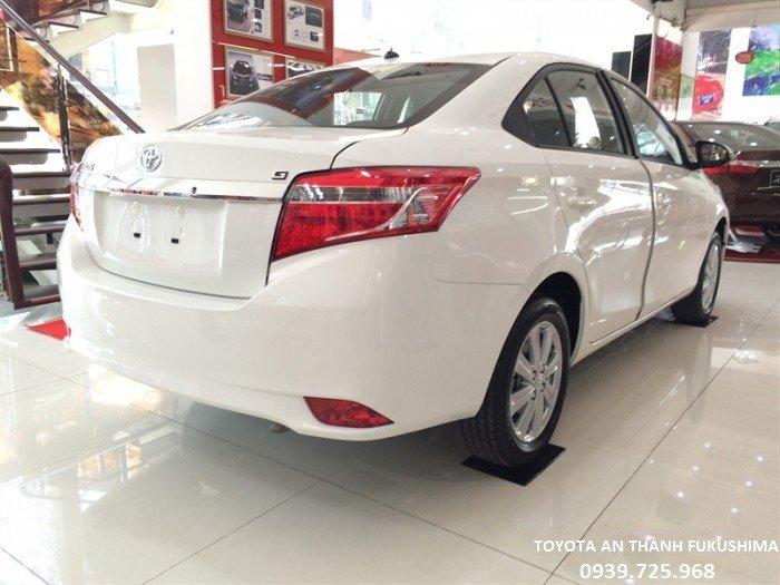Cốp xe rộng rãi, quý khách hàng có thể chứa được nhiều đồ.