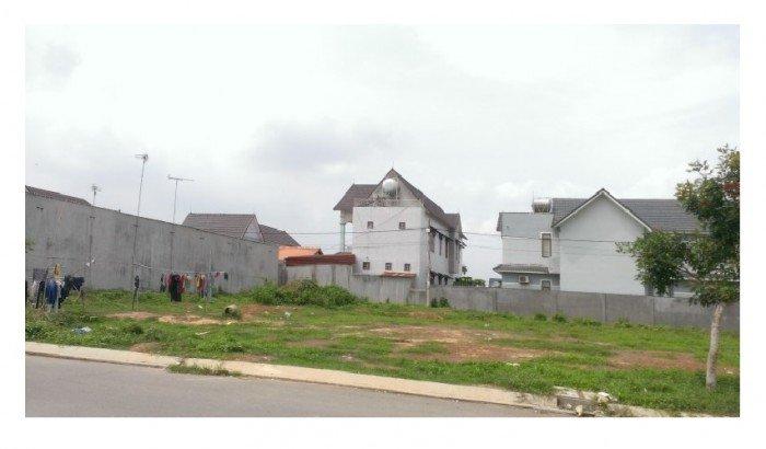 Cần bán đất Lô 2 - ấp 7, Lê Minh Xuân. Diện tích : 10x50m. Thổ cư : 250m2.