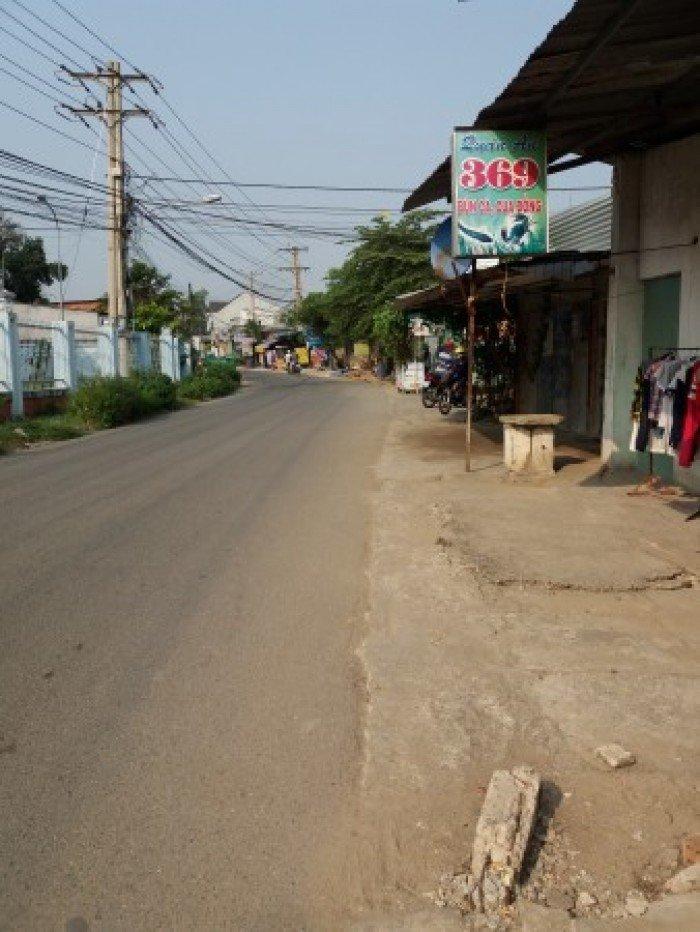 Kẹt tiền bán đất mặt tiền Hùng Vương xã Phú Đông