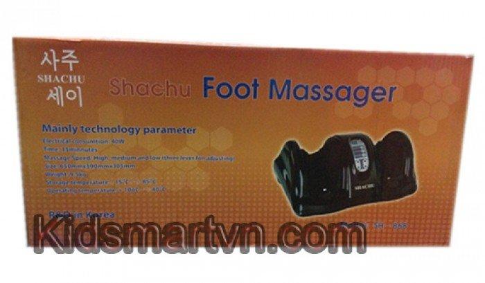 Máy Massage chân Shachu 868 sẽ giúp bạn chăm sóc đôi chân cũng như sức khỏe của mình một cách tốt nhất. Đối với mỗi người bàn chân không đơn giản chỉ là một bộ phận trên cơ thể giúp con người chuyển động mà còn là trụ cột chính nâng đỡ và chịu sức nén của toàn bộ cơ thể. Mỗi điểm trên bàn chân tương xứng với mỗi cơ quan, tuyến và các bộ phận khác. Vì vây massage chân là tác động nhẹ nhàng vào các dây thần kinh và các huỵet đạo ở lòng bàn chân sẽ nhanh chóng làm cơ thể được thư giãn. Bàn chân có một ảnh hưởng nhất định tới các khớp xương, nó có thể dẫn tới các cơn đau ở vung đầu gối, đùi và lưng  Tại sao chúng ta cần massage chân? Cả ngày bạn không thể ngồi yên một chỗ mà phải luôn di chuyển. Như vậy bất kì hoạt động nào cũng cần sự trợ giúp cảu đôi chân. Massage giúp đôi chân bớt mệt mỏi và tăng sức chịu đựng sau một ngày dài phải đi lại nhiều như chạy bộ, đi bộ, leo cầu thang. Đối với đôi chân của nhân viên văn phòng ít đi lại, ít vận động cũng dễ dẫn đến mệt mỏi, tê cứng lâu ngày dẫn đến đau nhức, đặc biệt là khi thời tiết thay đổi  Ngược lại những công việc đòi hỏi phải đứng nhiều hay vận động nhiều đồng nghĩa với việc đôi chân bạn phải chịu một lực lớn cho các hoạt động trên. Vất vả hơn khi công việc phải đứng suốt hàng giờ đồng hồ liền sẽ khiến chân bạn tê cứng lại, những bắp chân đau buốt  Một số hình ảnh máy Massage chân Shachu 868: máy massage chân shachu 868  Máy massage chân Shachu 868  bộ điều khiển máy massage chân Shachu 868  Bộ điều khiển máy massage chân Shachu 868 máy massage chân nhập khẩu từ hàn quốc  may massage chan han quoc  Cho de chan may massage chan shachu 868 may massage chan  các mức điều khiển máy massage chân Shachu 868  thoải máy cùng máy massage chân shachu  kích thước máy massage chân shachu  Kích thước chi tiết cụ thể máy massage chân shachu 868       Đặc điểm nối bật của máy Massage chân Shachu 868:  - Máy massage chân SHACHU - Hoạt động rất đơn giản bạn chỉ cần bật nút on/off là máy có thể chạy rồi và bạn tùy chọn theo cách massage