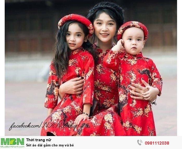 Set áo dài gấm cho mẹ và bé