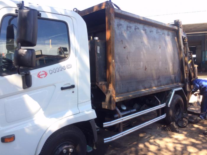 xe Hino chở rác 9 khối , xe Hino FC9JETA chở rác , xe Hino fc chở rác , xe chở rác 6 tấn , xe Hino 6t2 chở rác , xe Hino chở rác thùng 8 khối , Xe ép rác 8 khối 5