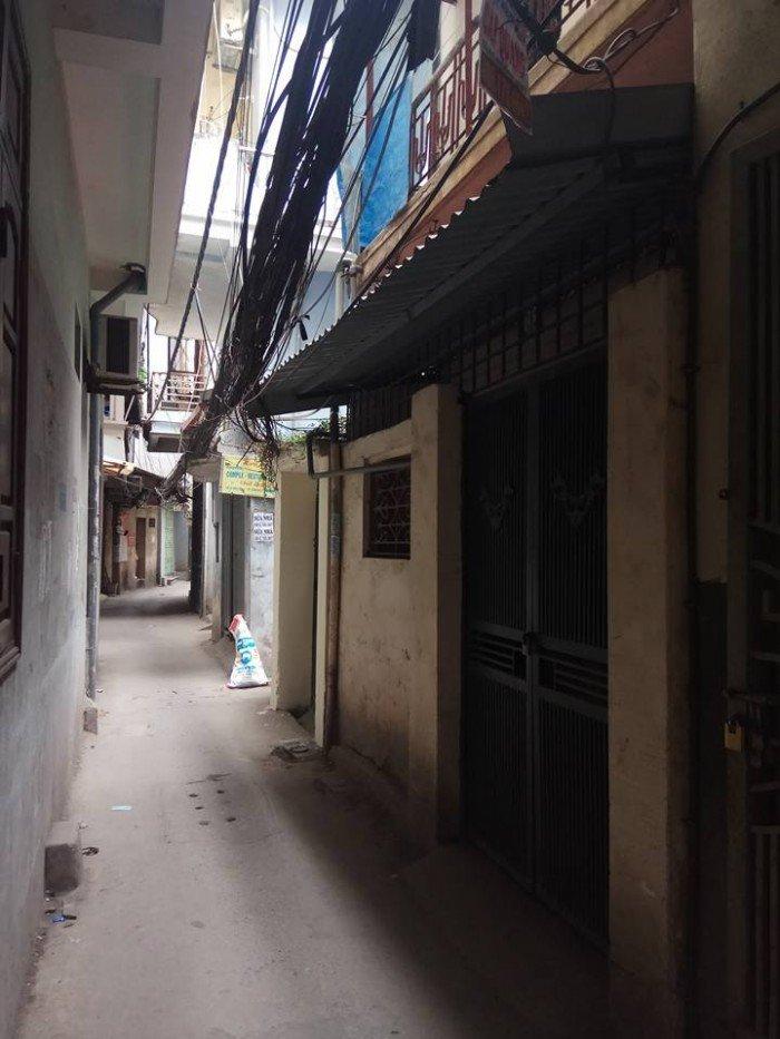 Có nhà Phố Chợ Khâm Thiên 30m2x2 tầng, Mt 4m, đường thông vị trí đẹp