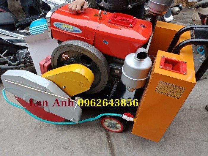 Máy cắt bê tông chạy dầu, máy cắt đường chạy xăng giá tốt quá!0