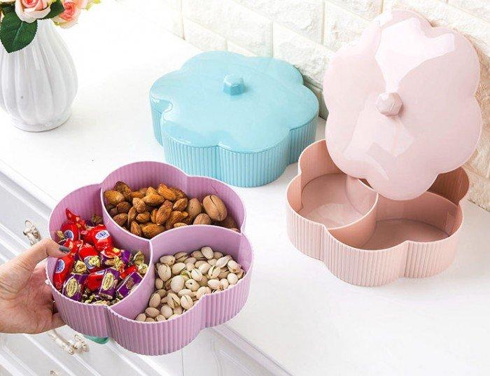 Bên trong được chia thành các ngăn riêng biệt cho bạn đựng các loại kẹo, bánh, mứt... để tiếp khách nhân dịp Tết đến.2