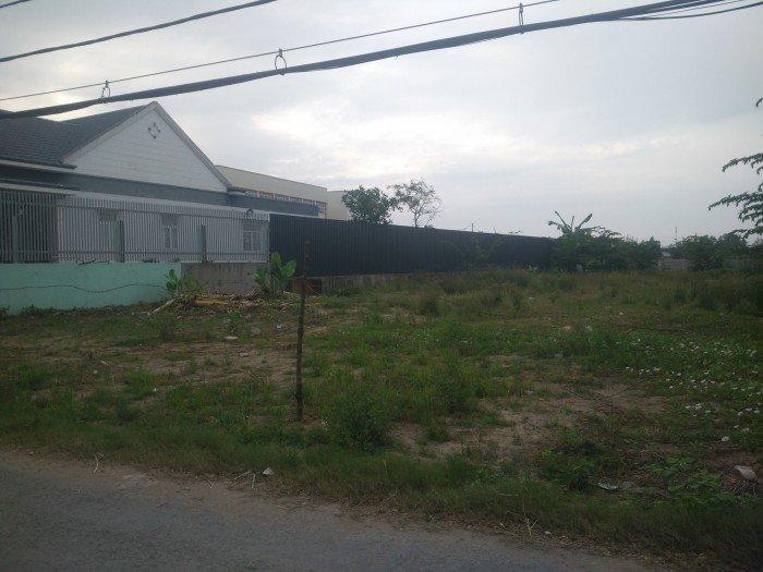 Đất ngay chợ Phú Lạc, đường vào 8m, DT 1200m2 ngang 21m, có 400 thổ cư. Gía 4.6tr/m2