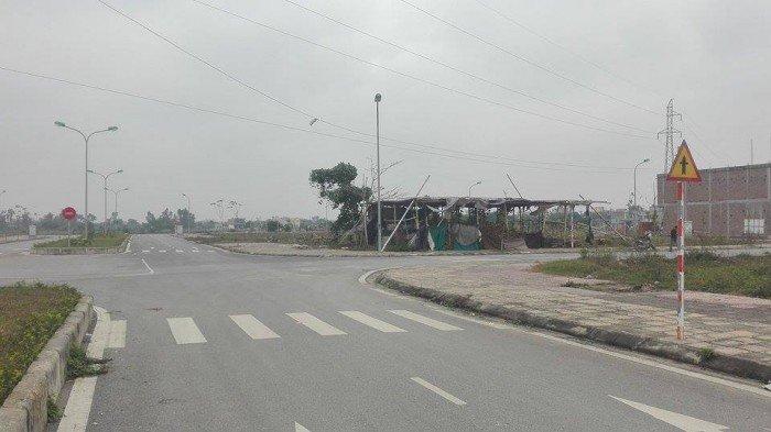 Cần tiền Bán đất hướng Đông Nam đường Trần Phú kéo dài