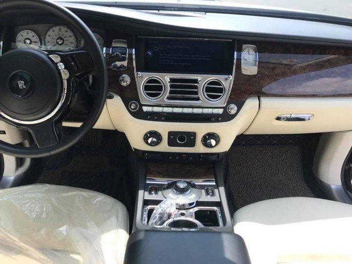 Cần bán xe Rolls-Royce Ghost 2010 màu đen vip động cơ V12 6.6l twin turbo 5