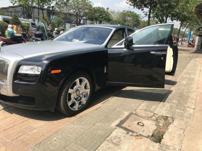 Cần bán xe Rolls-Royce Ghost 2010 màu đen vip động cơ V12 6.6l twin turbo 2