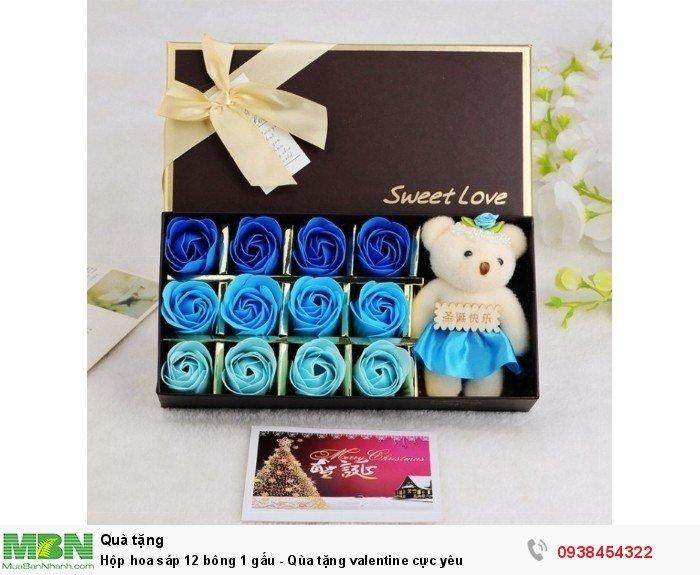 Hộp hoa sáp 12 bông 1 gấu xanh dương0