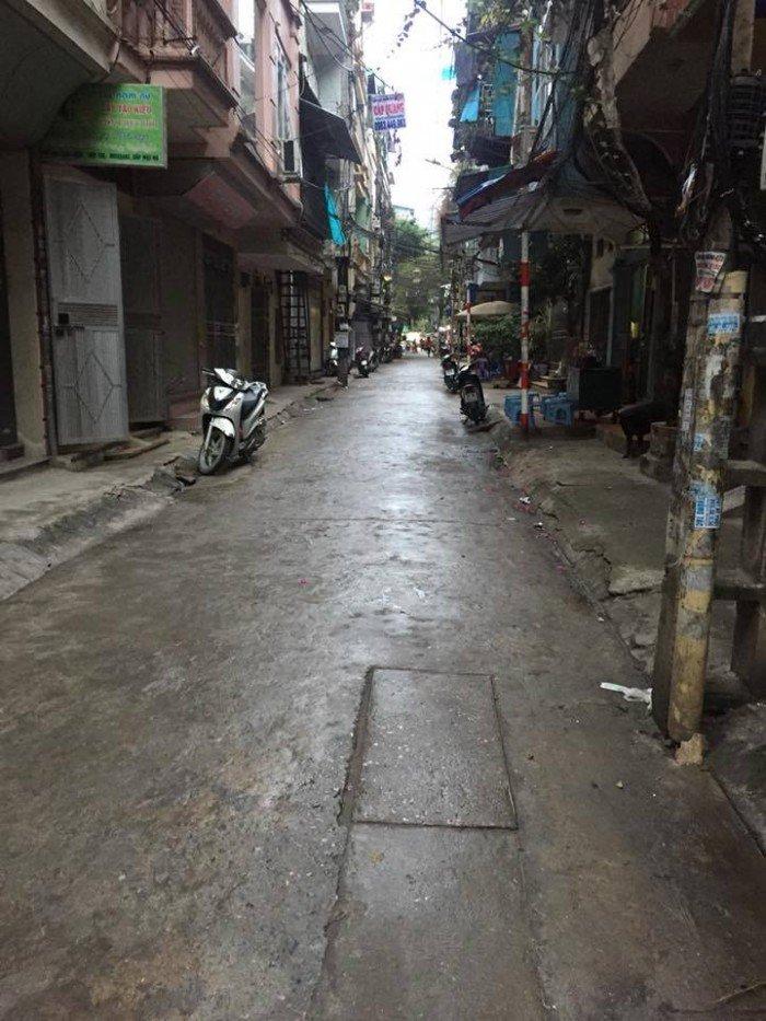 Bán nhà chi lô nhỏ Phố Tân Mai, dt 60m2, cách ô tô 10m