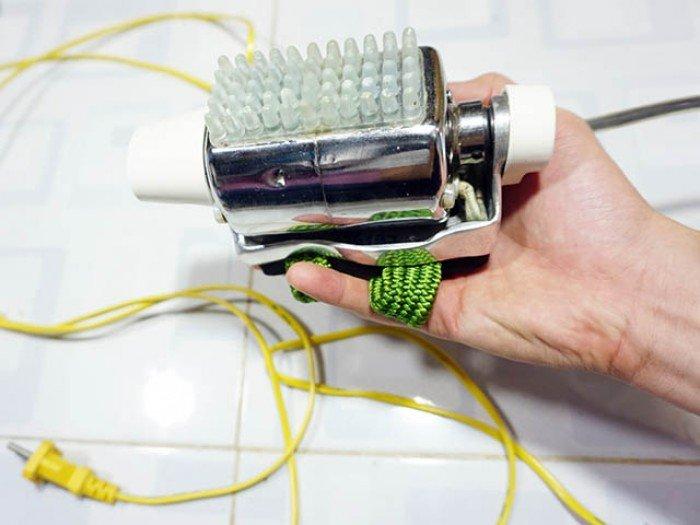 Máy massage tiệm tóc đeo tay rung mạnh
