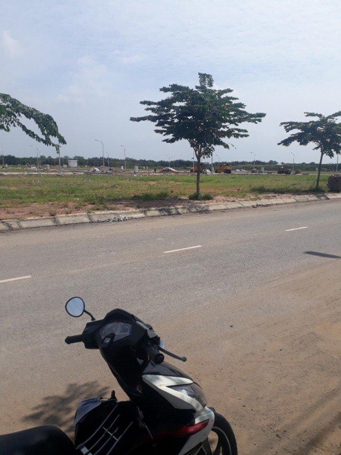 Bán đất Nguyễn Văn Tạo, Nhà Bè dt 5x20 100m2 giá 720tr giá không thương lượng sổ đỏ