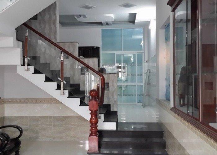 Bán nhà MT Phan Văn Trị, Quận 5. Dt: 3.4x12m, trệt, 4 lầu