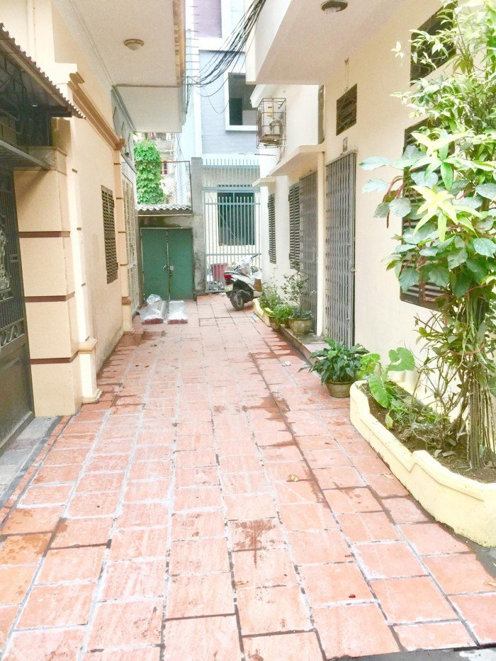 Nhà 4 tầng gần Hồ Sen, ngang 5m, sân cổng rộng 60m2, chính Tây