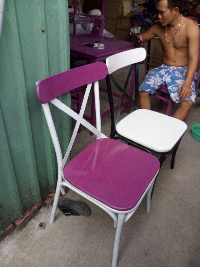 Ghế gỗ tựa lưng, màu tím, thiết kế đa dạng0