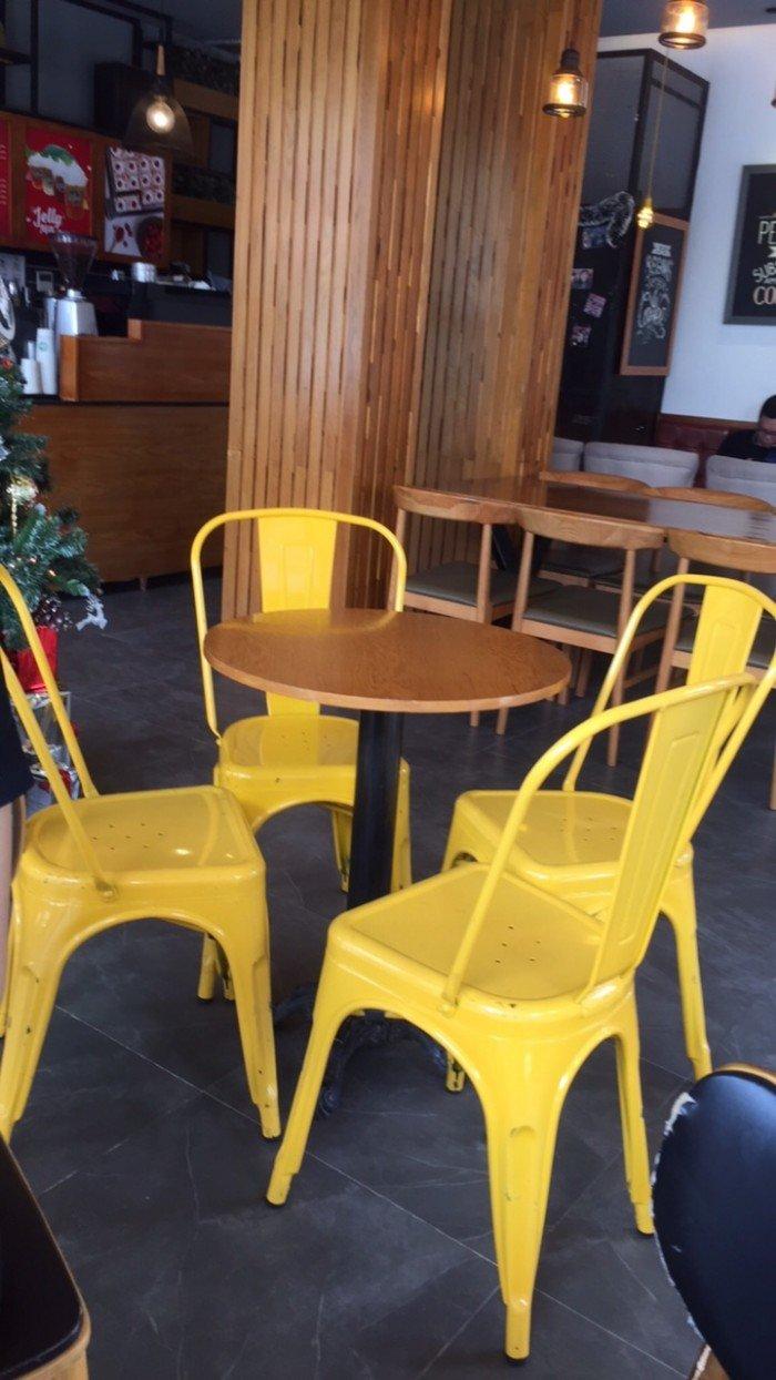 Ghế nhựa Tulix giá rẻ, nhiều màu sắc cho kinh doanh bar, cafe. Miễn phí vận chuyển