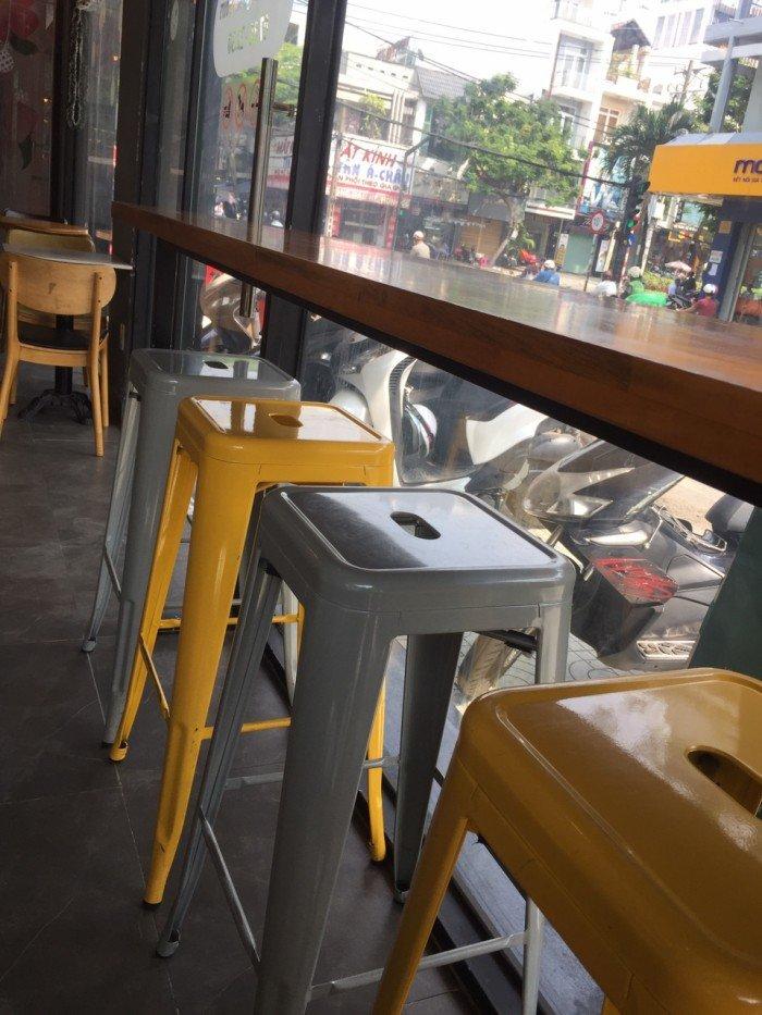 Ghế nhựa Tulix giá rẻ, nhiều màu sắc cho kinh doanh bar, cafe.