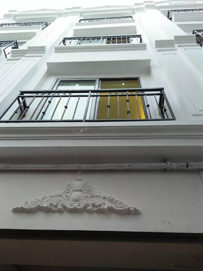 Cần bán nhà 4 tầng đẹp ở phố Trạm, Long Biên.