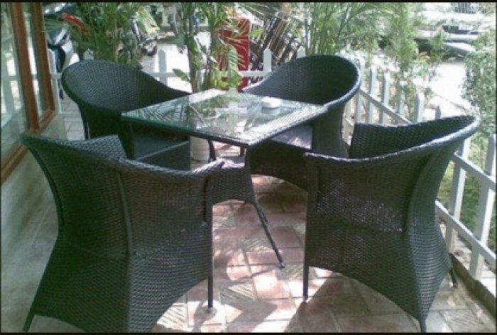 Bộ bàn ghế nhựa giả mây, bàn mặt kính vuông. Liên hệ: 0906843059 Lê Hoàng (24/24)0
