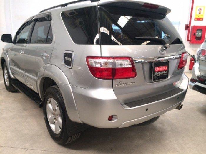 Toyota Fortuner V- Màu Bạc - 2011