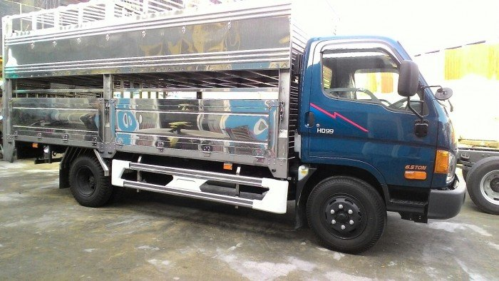 Xe tải 6,5 tấn chở gia súc