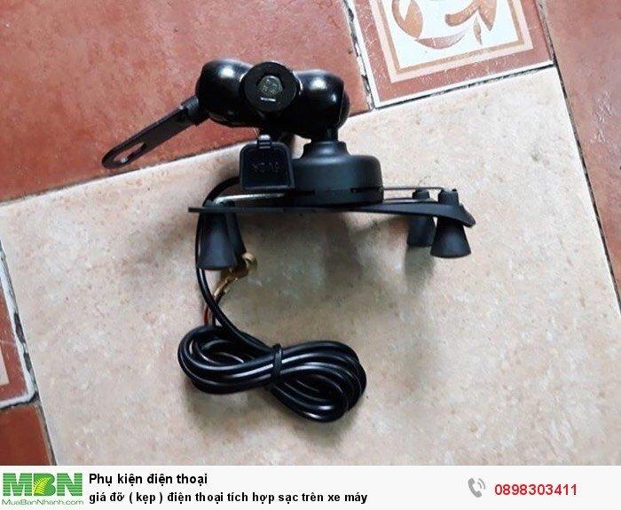 Giá đỡ ( kẹp ) điện thoại tích hợp sạc trên xe máy