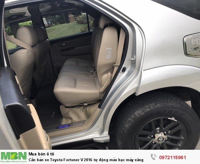 Cần bán xe Toyota Fortuner V 2016 tự động màu bạc máy xăng 4