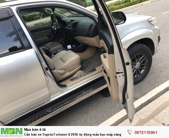 Cần bán xe Toyota Fortuner V 2016 tự động màu bạc máy xăng 5