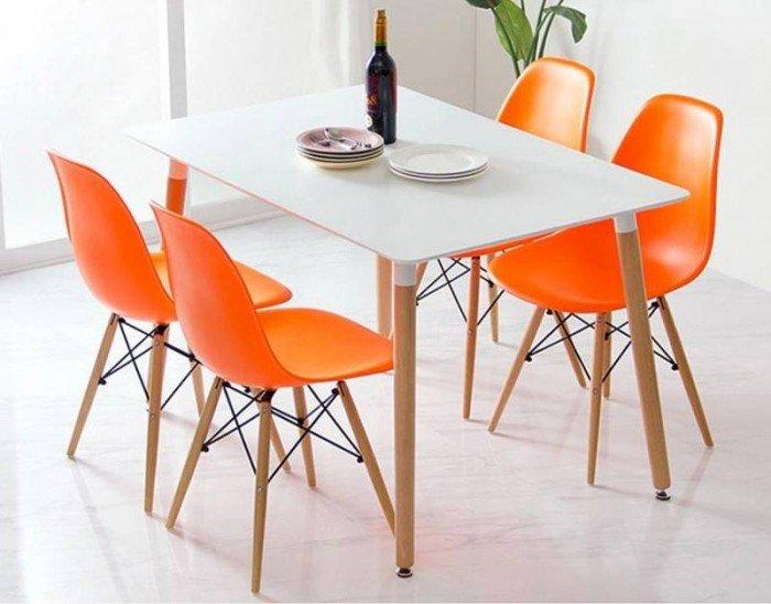Bán mấy cái ghế nhựa đúc nhập khẩu Eames. Giao hàng toàn quốc. Liên hệ: 0906843059 Lê Hoàng (24/24)1