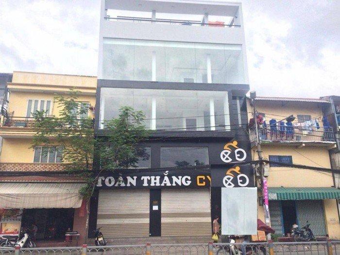 Cho thuê nhà MT trống suốt ngang 10m Nguyễn Tất Thành, Quận 4