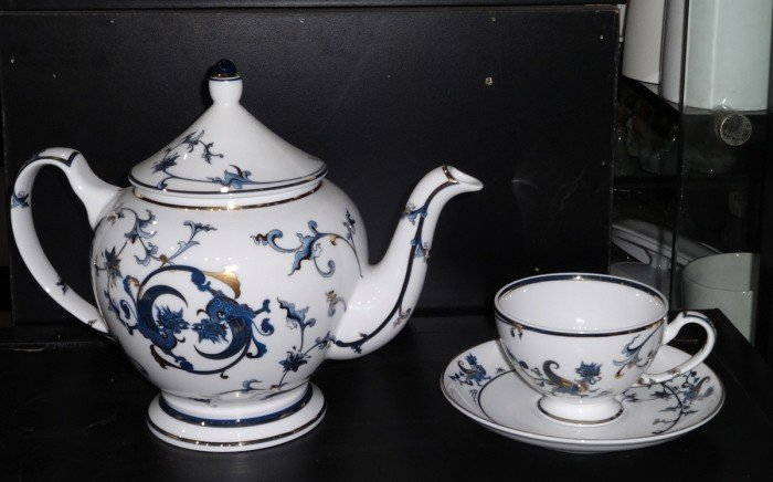 Bộ trà 1.3L Lạc hồng vàng gốm sứ Minh Long I