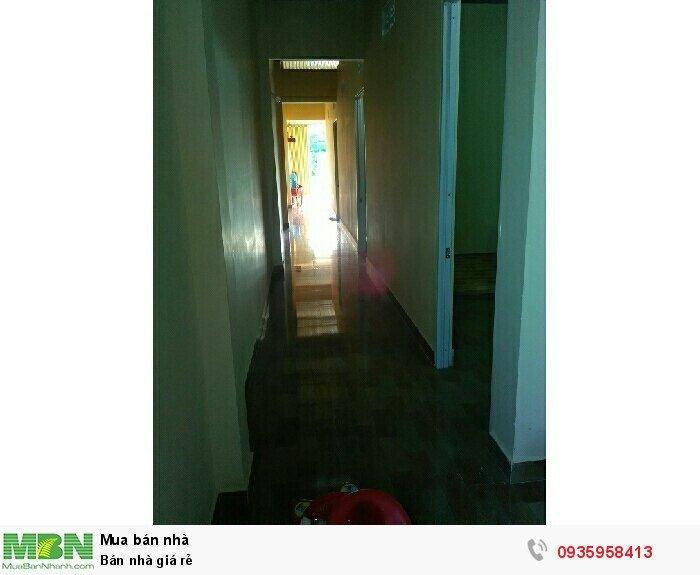 Cần bán nhà đừờng nhà vuông.diện tich 100m vuông.3p ngủ