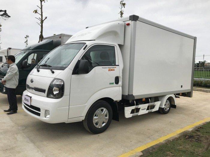 Bán xe Kia Bongo đời mới 2018 Thùng kín Euro4 Tải trọng 990/1900Kg