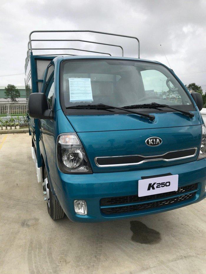 Cần bán xe Kia Bongo (New Frontier) thùng mui bạt đời 2018, chạy thành phố