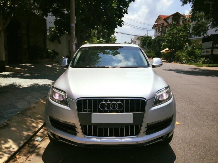 Cần bán chiếc Audi Q7 at màu xám bạc sx 2009 đẹp full nóc