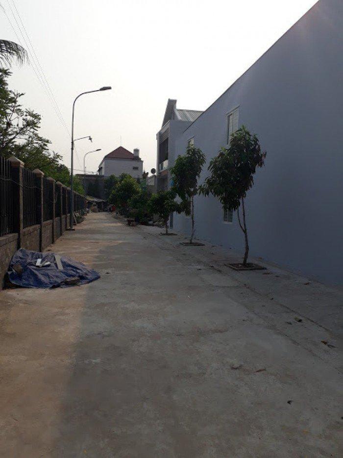 Nhà mới xây 1 trệt 1 lầu, 3PN, 2WC, 1PK, giếng trời, phòng thờ riêng. Ngay trường THCS An Phước