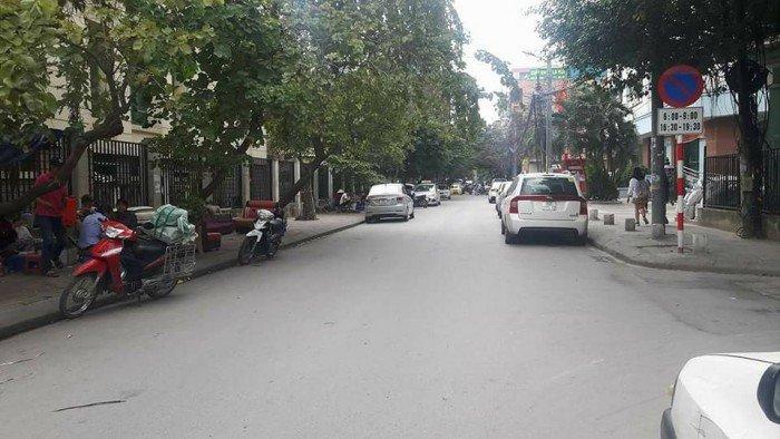 Bán nhà ngã tư Khuất Duy Tiên, kinh doanh, ô tô vào nhà, 5 tầng, giá 4.85 tỷ