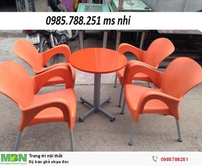 Bộ bàn ghế nhựa đúc0